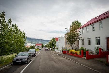 Bed & Breakfast - Great Location - Akureyri