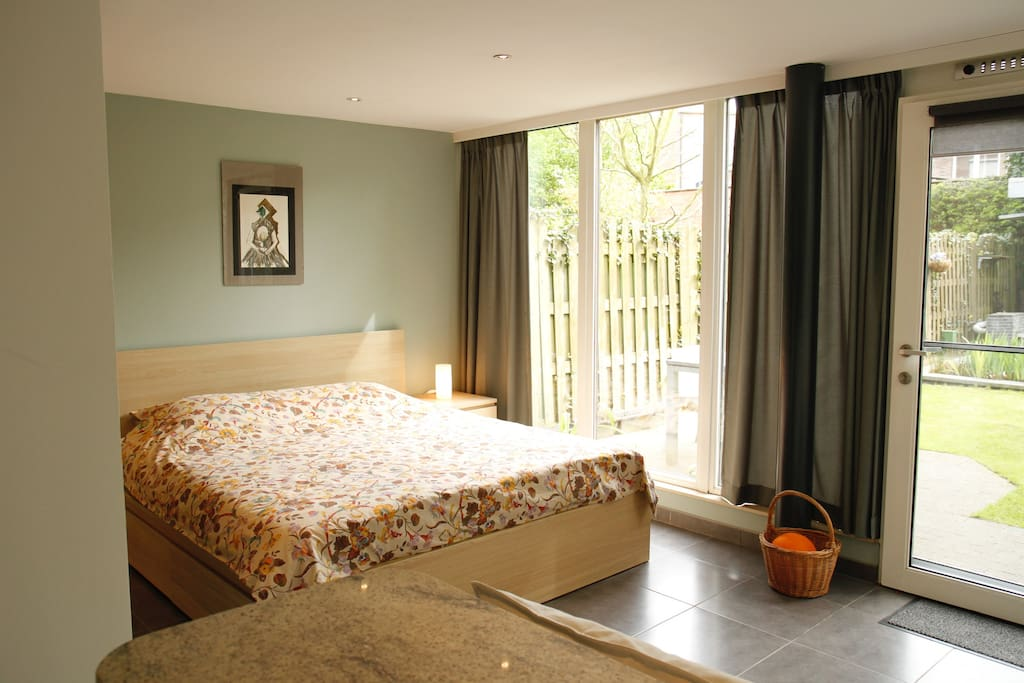 King size bed. Sunny morning guaranteed in the summer, for a true holiday feeling.