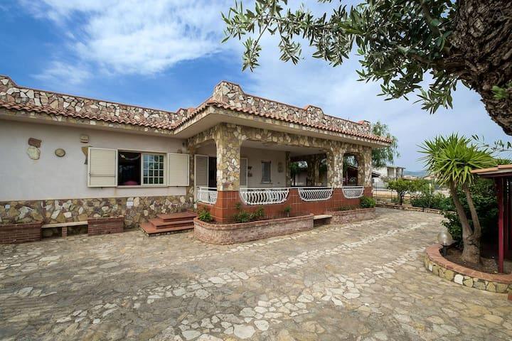Villa singola  a 700 mt dal mare - altavilla milicia - Villa