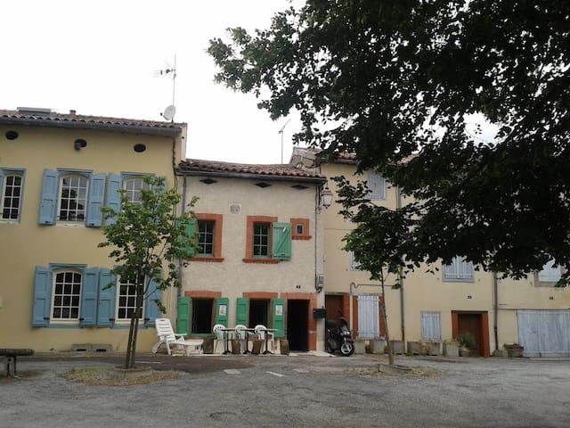 Charmante Maison de Village - Puylaurens - Rumah
