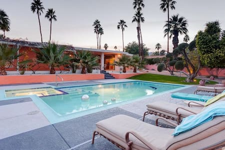 5BR VILLA! POOL+HOTTUB! FESTIVALS+GOLF-SLEEPS 15!! - Palm Desert - Villa