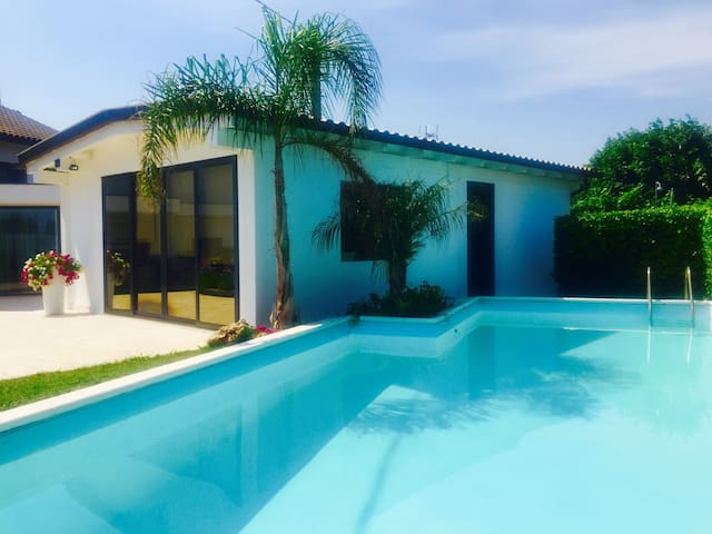 Romantic  house poolside !!! - Terracina - Hus