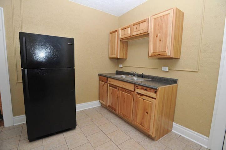 Huge 2 bedroom 2 bath Apartment - Wheeling
