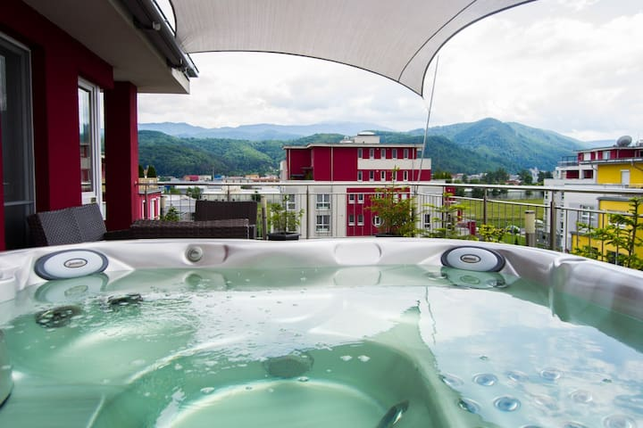 Brasov Penthouse - 2 bedrooms and private hot tub