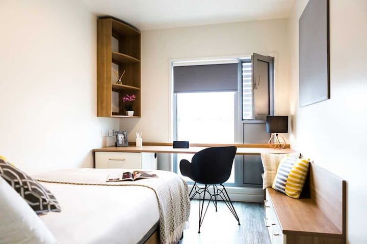 BRONZE 2 BED IN SOUTHBANK