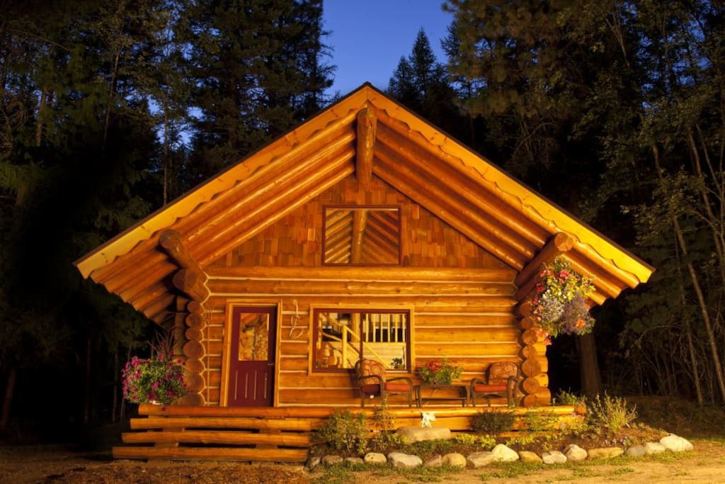 Starfire Cabin is a hand built log cabin surrounded by Iush organic gardens and next to Idaho's largest lake!