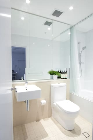 Bathroom - Modern and exclusive use.