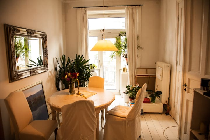 Warm and cosy room in the heart of Hamburg