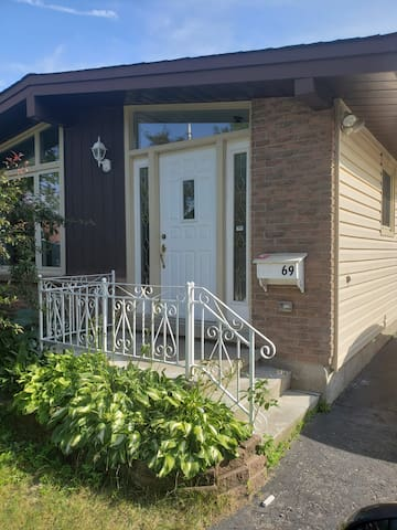 Your Casa way from home in Kitchener R2
