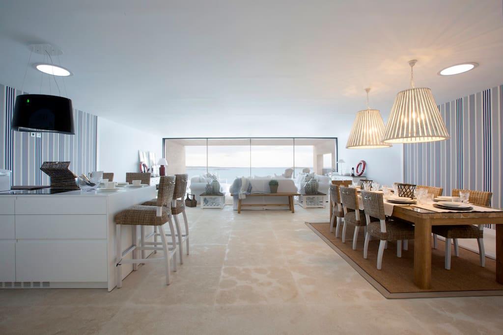 Amplio salón con vistas despejadas