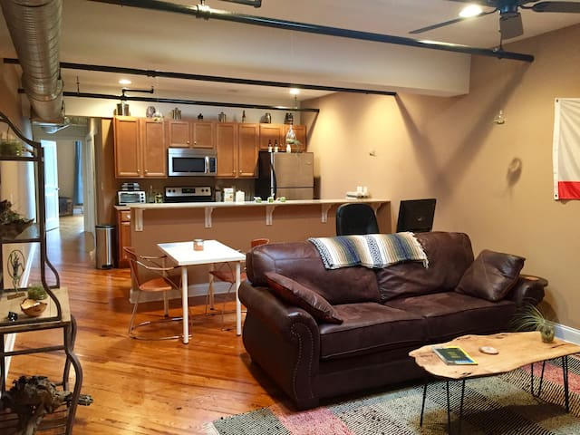 Industrial downtown apartment - Harrisonburg - Lägenhet