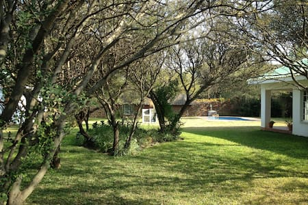 Mokolodi Cottages #1 - Gaborone - 牧人小屋
