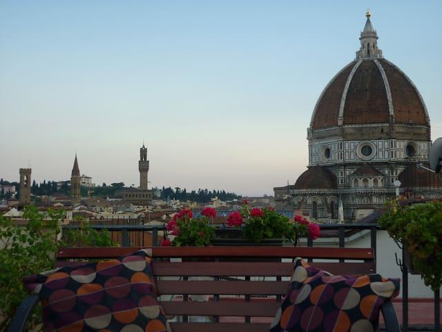 ATTICO CON 30 mq di TERRAZZA a 360° - Firenze - Lejlighed