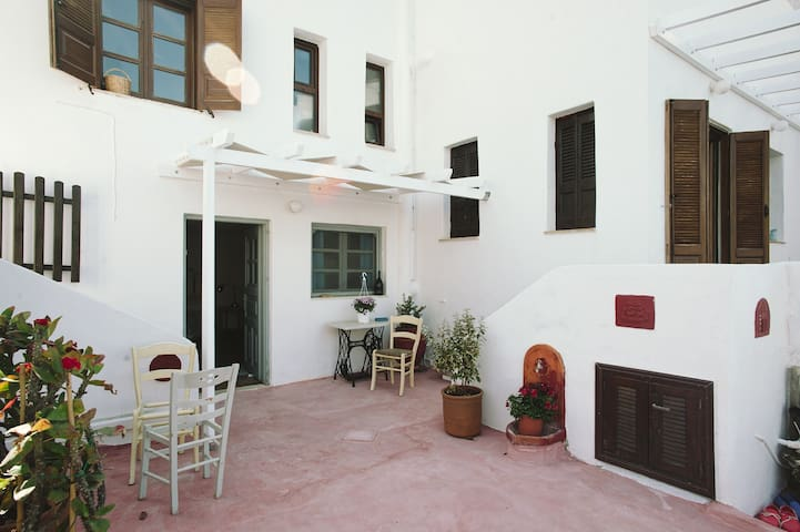 Charming studio, amazing views, sea at your feet! - Leros
