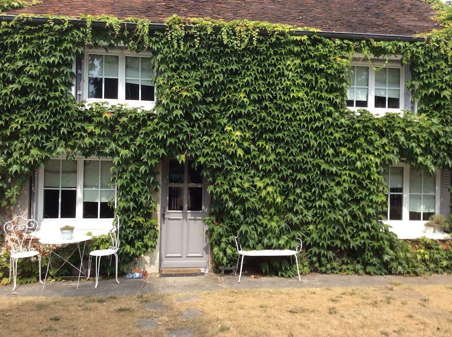 jolie petite maison de charme maisons louer verneuil en halatte picardie france. Black Bedroom Furniture Sets. Home Design Ideas