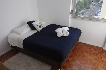 Room&Breakfast 15mins to Lisbon center! - Linda-a-Velha - Lägenhet