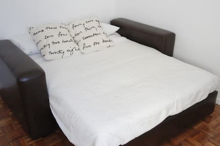 Room&breakfast 10min to Lisbon center! - Linda-a-Velha - Apartment - 1