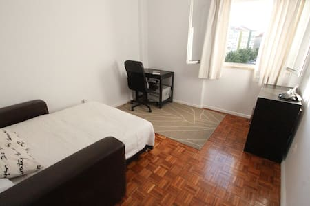 Room&breakfast 10min to Lisbon center! - Linda-a-Velha - Huoneisto