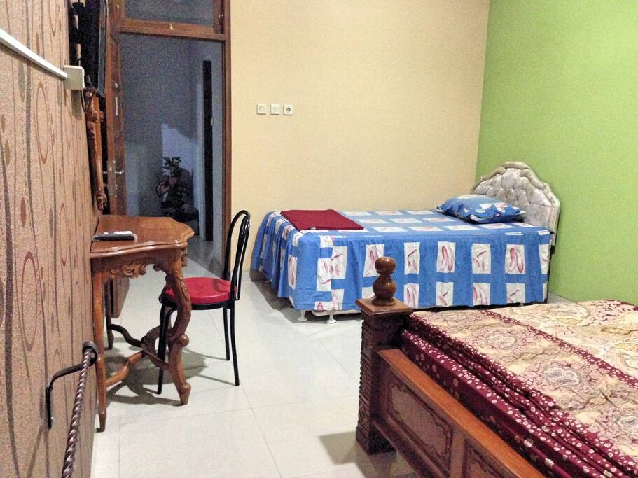 Jasmin room with two beds (one king size bed and  double bed)