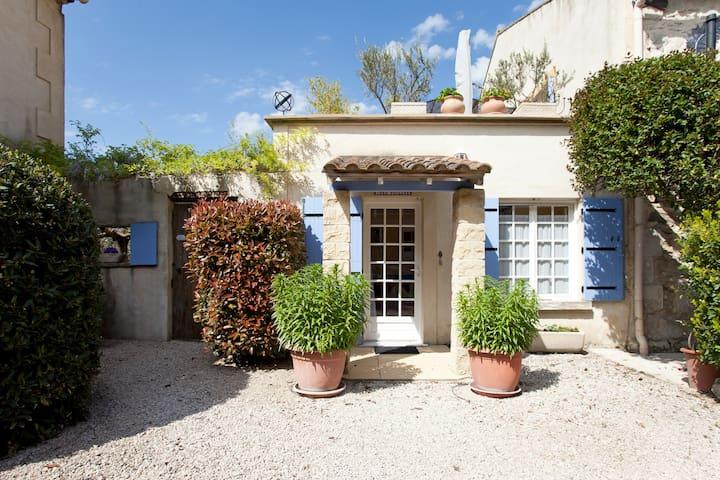 Mas Saint Antoine - Converted Stable, 2 pers gite - Rognonas - Apartment