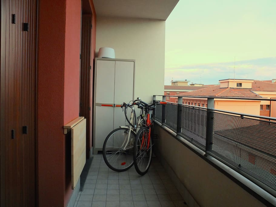 2 bikes; Balcony