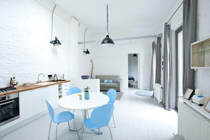 Small pretty house in backyard - central + quiet - Düsseldorf - Huis