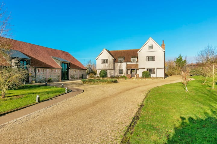 Gorgeous farmhouse next to award-winning Vineyard