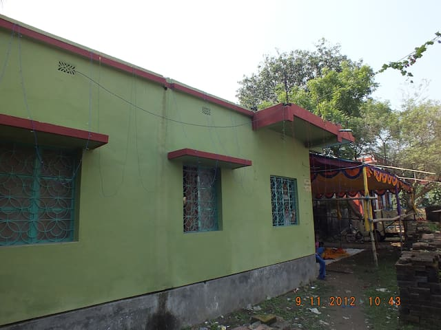 located on the bank of ganges - Howrah - House