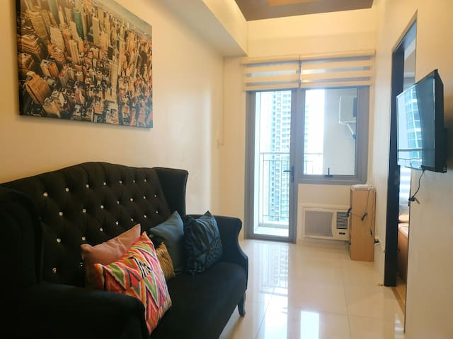 Your 1BR Home at Park West BGC - Near Uptown Mall!