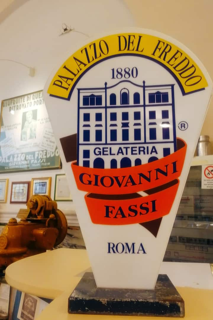 The biggest and oldest gelateria in Rome