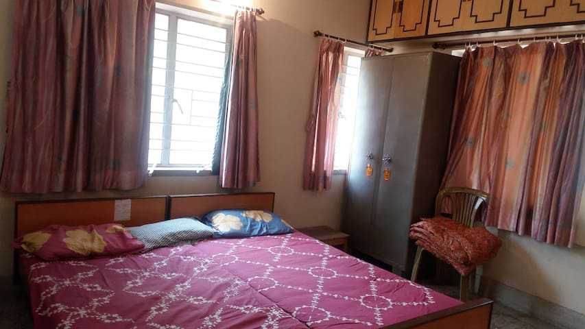 Budget apartment in convenient location for groups - Kolkata - Appartement
