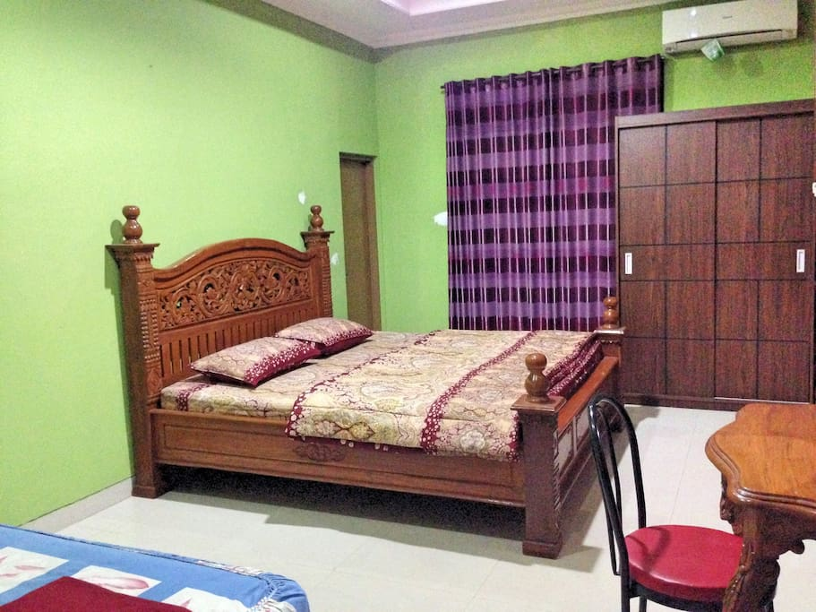 room, bank bed, table and cupboard