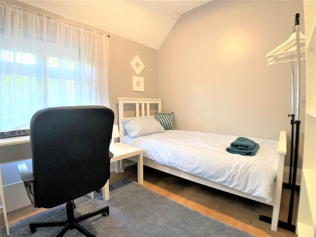 Nice Room in London - Gym, Parking, BBQ