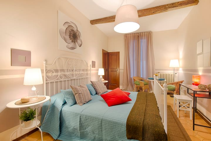 Lovely room with private bathroom - Modena - Pis
