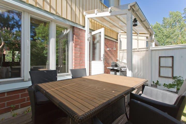 Spacious apart with own backyard - Vantaa - Apartemen