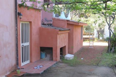 2 posti. completa di bagno e cucina - jerzu - House