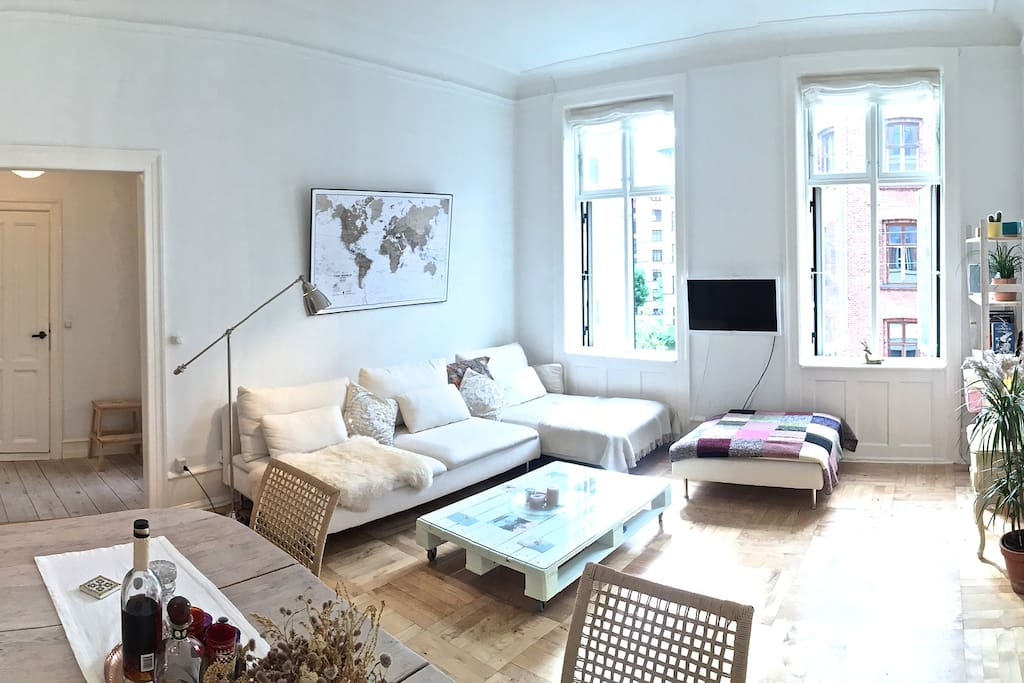 Large living room of 20sq.m. The apartment`s ceiling is 3.10m, which gives makes the place light and spacious.