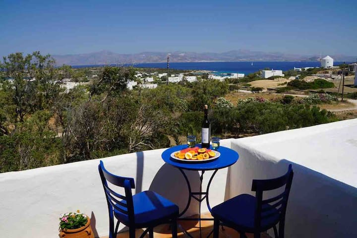 Spacious Villa with heavenly views 8' to the beach
