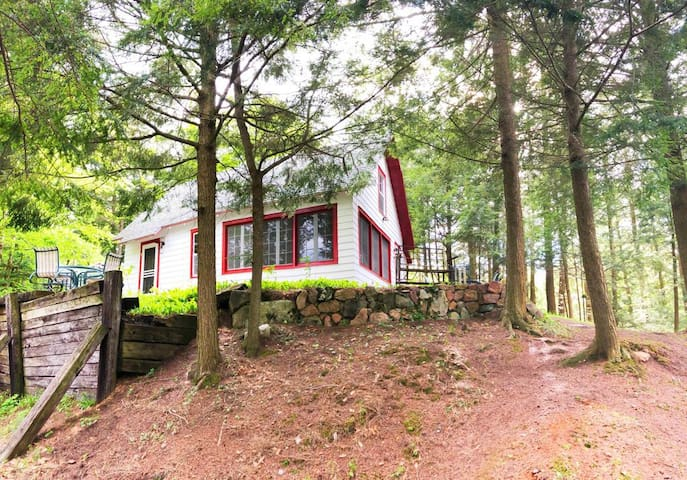 Small Private Waterfront Cottage on Upper Higley
