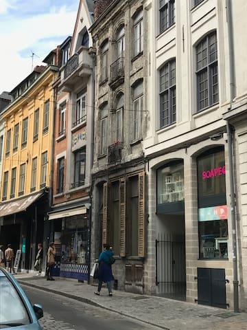 2P cosy coeur du vieux Lille refait neuf , balcon