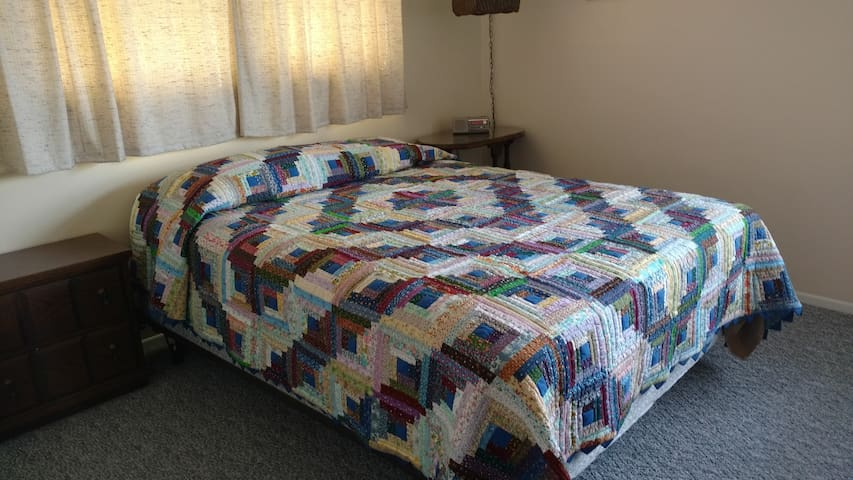 Sweet Dreams BnB - Main Floor Bedrooms - Derby - Casa