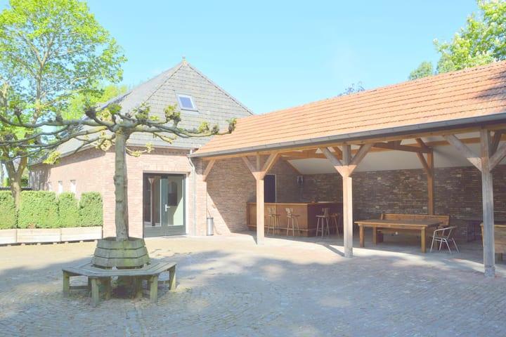 Casa de campo espaciosa en Loon op Zand con jardín privado