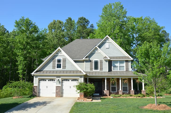 Beautiful & Spacious Raleigh Area Home - Garner - บ้าน