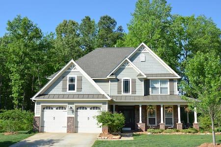 Beautiful & Spacious Raleigh Area Home - Garner - Hus