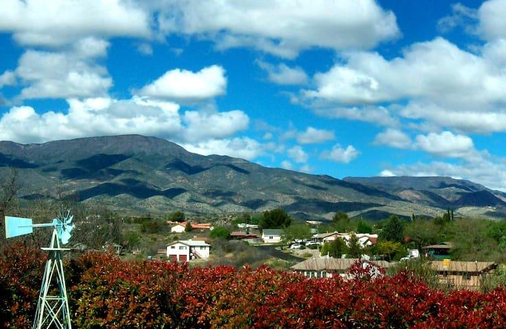 Sierra View (King w/Private Bath)