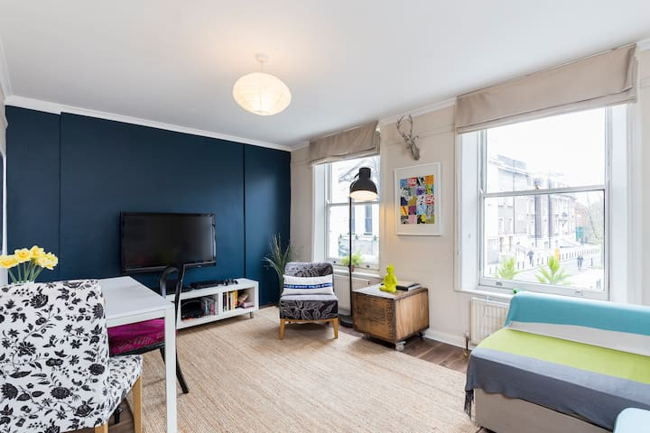 ★ Spacious 2 Bedroom Flat with Terrace in Angel ★