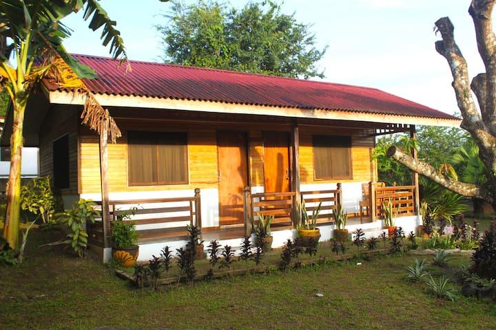 CARASUCHI GARDEN BUNGALOWS (with A/C) 7km Tagaytay
