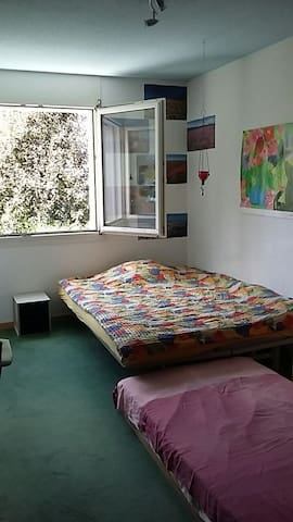 Two bedrooms, ten minutes from Bern - Münchenbuchsee - บ้าน