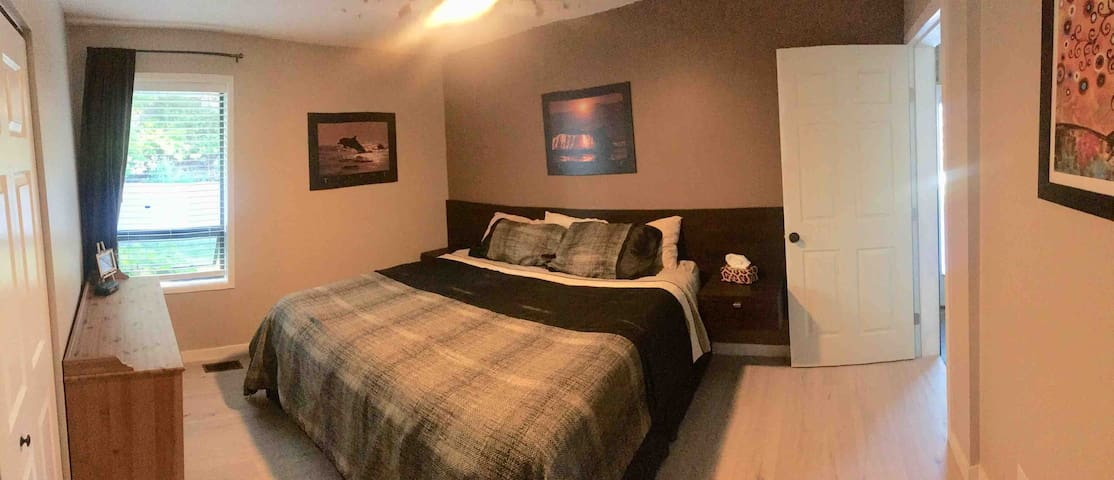 """""""Serenity"""" The king master bedroom is quiet and cool, with warm earth tones. It features a full closet & space for a crib. Room darkening shades, remote control lighting and fans. Adjacent en suite bathroom also serves poolside for easy access."""