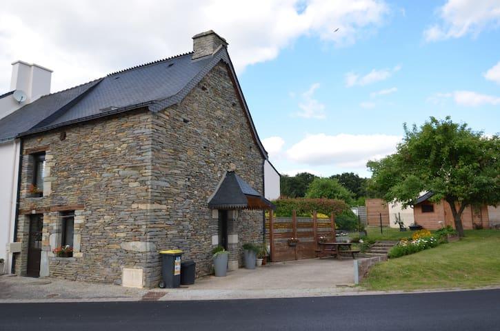 Petite maison de caractère - Montertelot - Hus